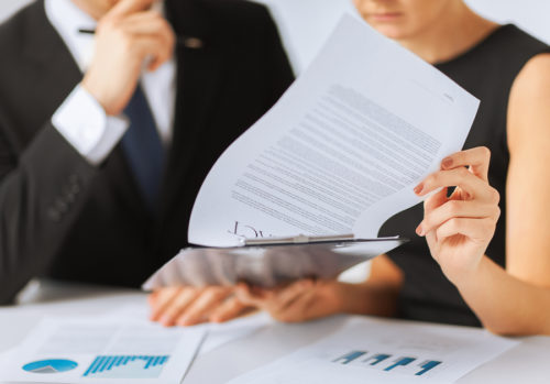 Sozialversicherungspflicht eines Unternehmers bei Übertragung des Unternehmens auf die Ehefrau