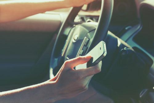 Gesetzliche Unfallversicherung - Wegeunfall - Lesen einer SMS auf privatem Handy