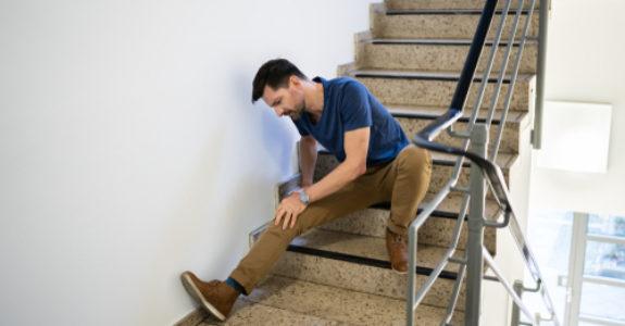 Unfallversicherung - Arbeitsunfall - nächtlicher Treppensturz - Alkoholkonsum